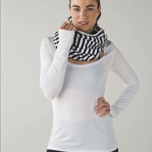 Lululemon black and white vinyasa scarf